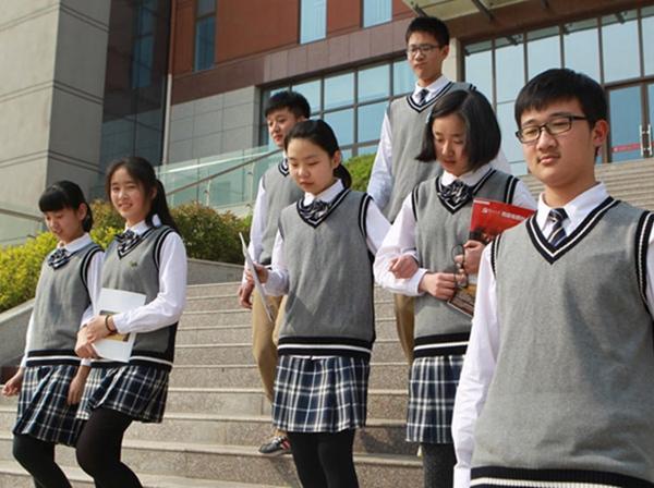 青岛第三中学校服